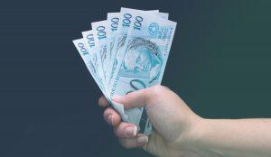 Saiba qual a diferença entre o salário e remuneração no emprego doméstico