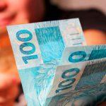 Posso pagar o vale transporte da empregada doméstica em dinheiro?